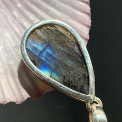 Flashy Blue Labradorite Pendant for Empaths