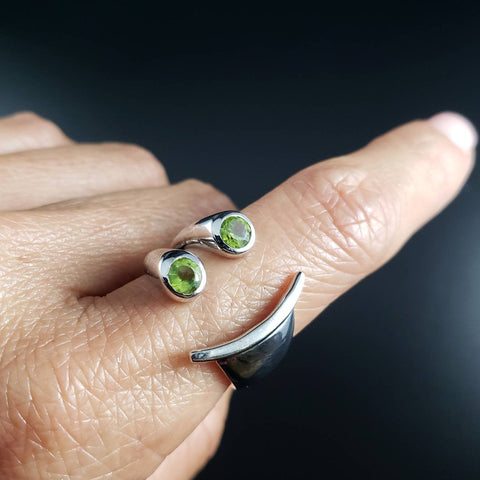 Peridot Happy Face Emoji Ring Size 7