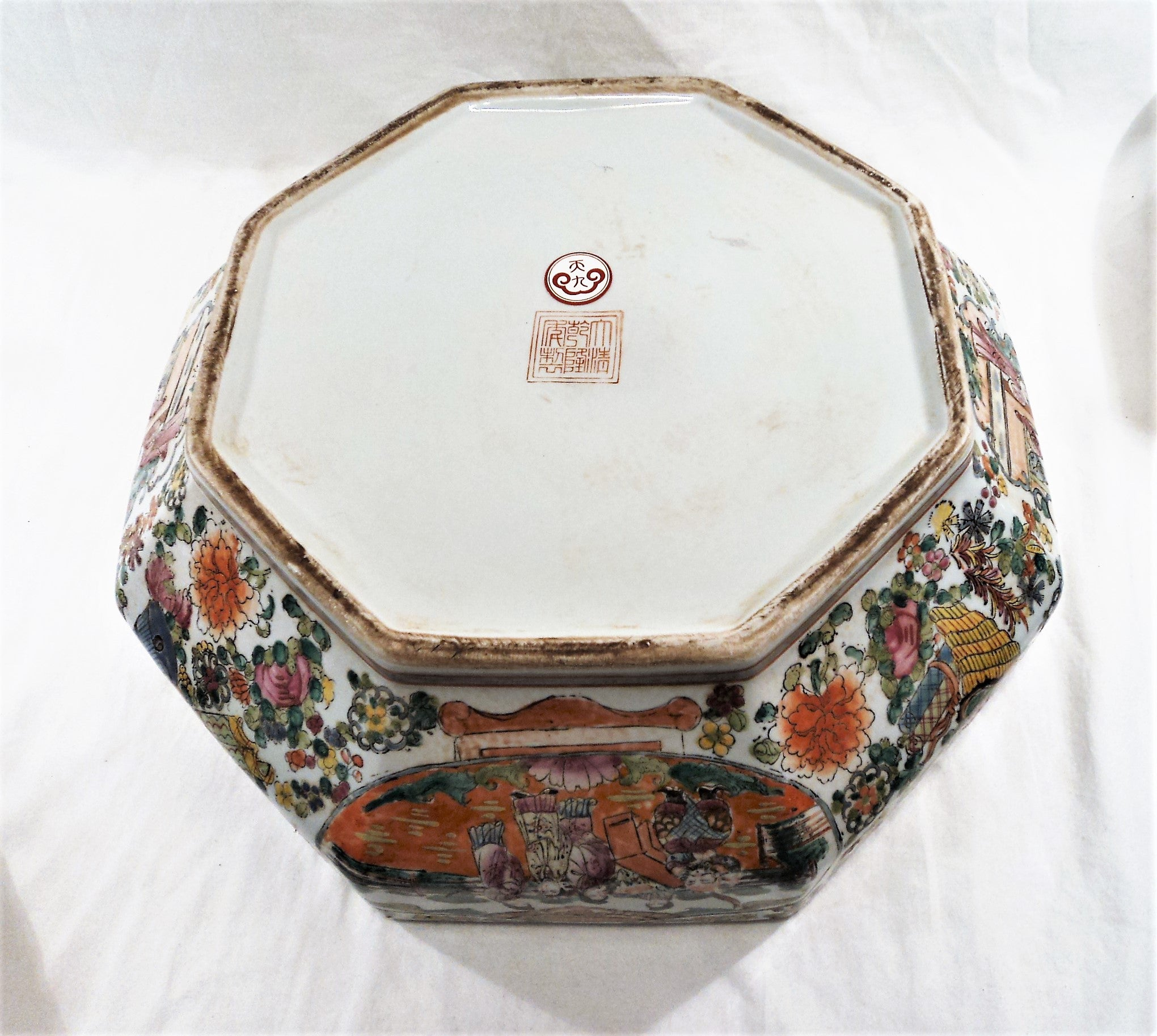 Qianlong Rose Medallion Export Porcelain Octagonal Box
