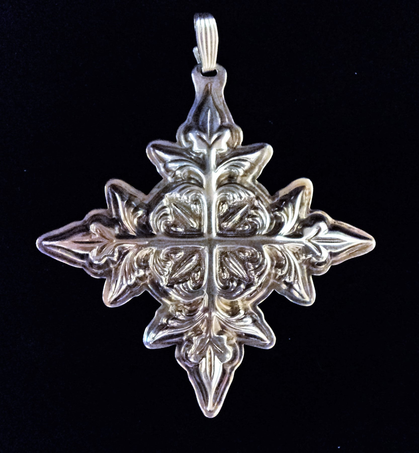Reed & Barton Sterling Silver 1982 Christmas Cross Ornament