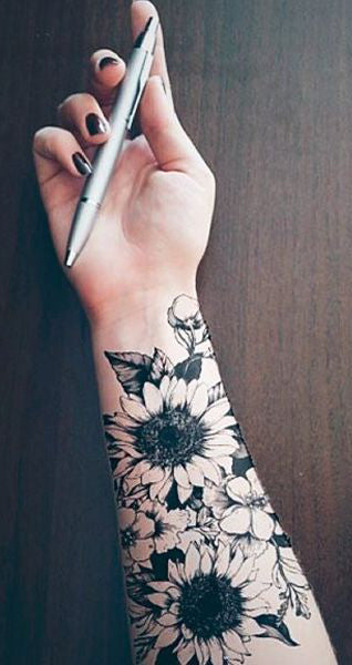 Realistic Sunflower Forearm Tattoo Ideas for Women - Black and White Floral Flower Arm Tat -  ideas de tatuaje de manga de brazo de girasol para las mujeres chicas - www.MyBodiArt.com