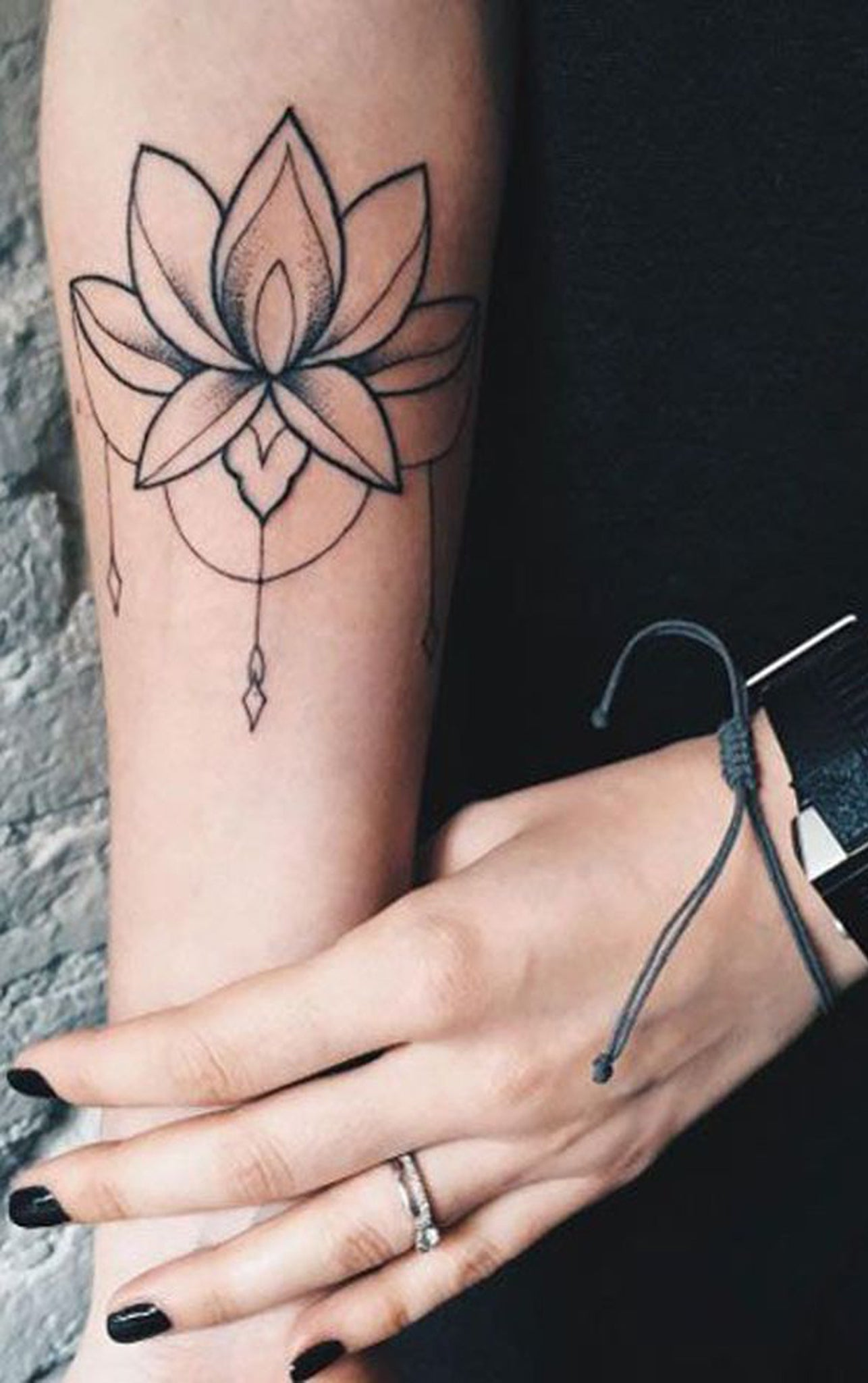 Black and White Lotus Chandelier Forearm Tattoo Ideas for Women - Tribal Bohemian Boho Chic Lily Flower Arm Tat -  ideas del tatuaje del antebrazo de loto para las mujeres - www.MyBodiArt.com