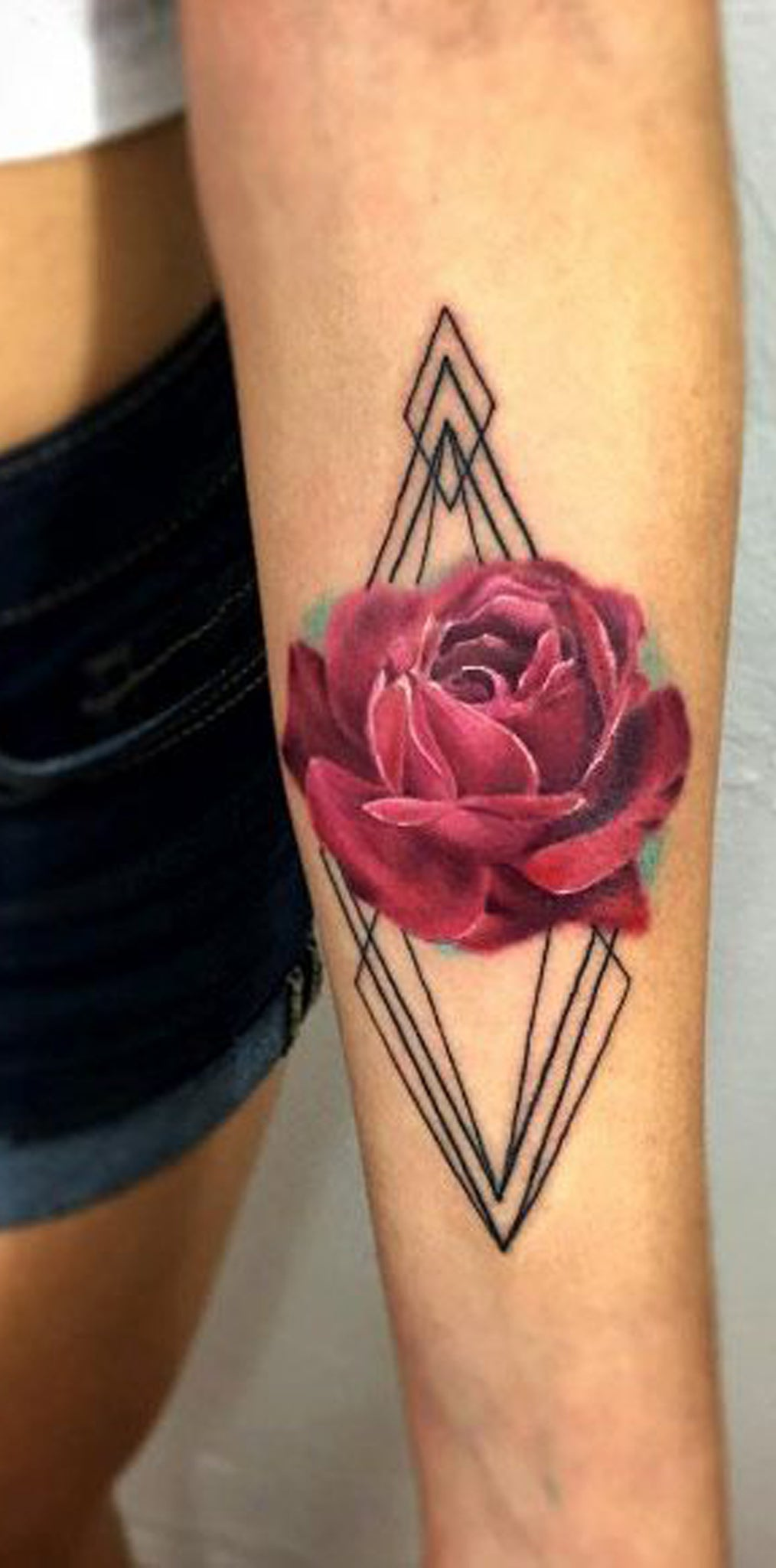 Geometric Watercolor Rose Forearm Tattoo Ideas for Women - Diamond Colorful Pink Red Floral Flower Arm Sleeve Tat -  ideas geométricas del tatuaje del brazo color de rosa para las mujeres - www.MyBodiArt.com