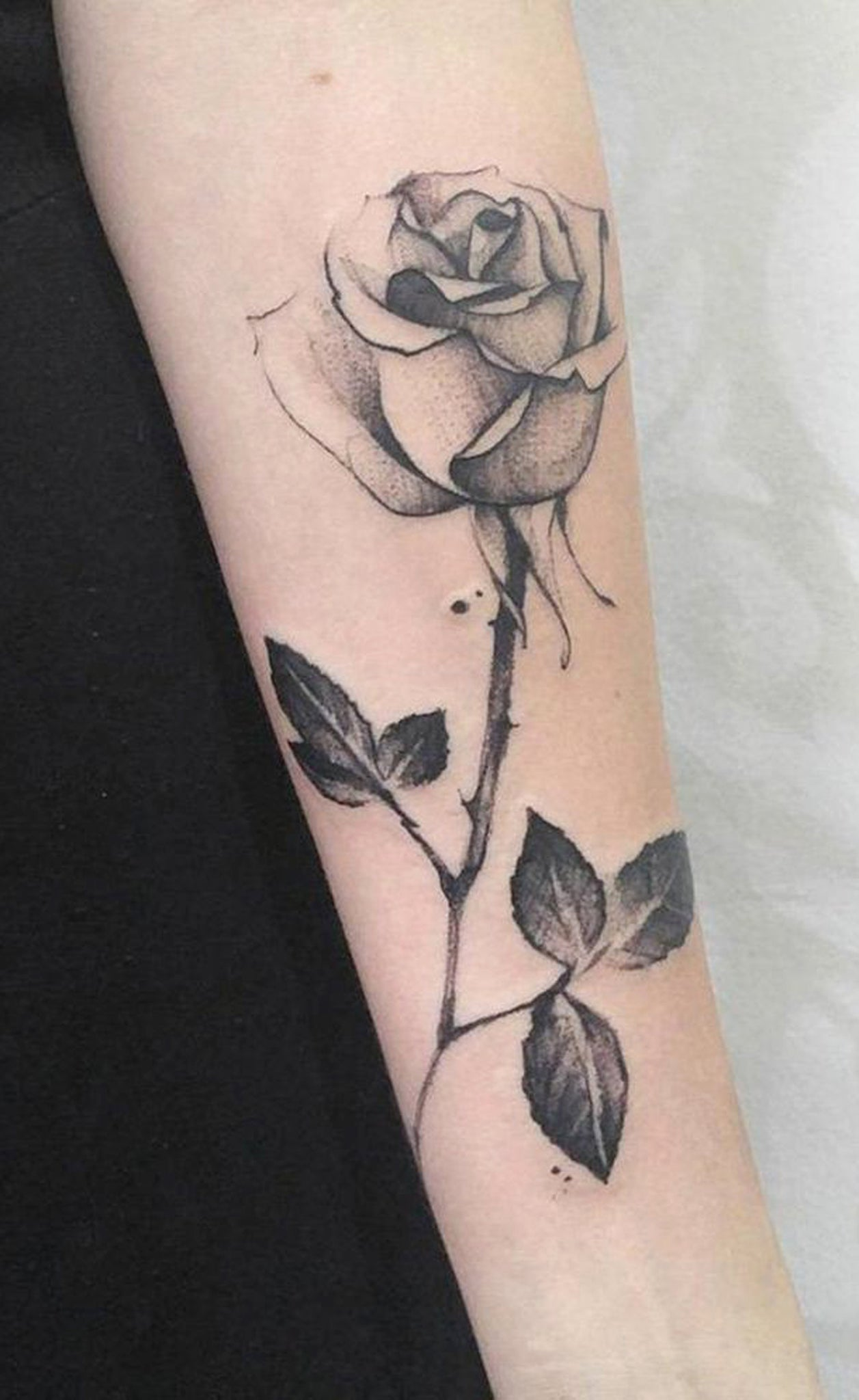 Realistic Single Rose Forearm Placement Tattoo Ideas - Simple Black Flower Arm Sleeve Tat -  ideas de tatuaje de brazo rosa para mujeres - www.MyBodiArt.com