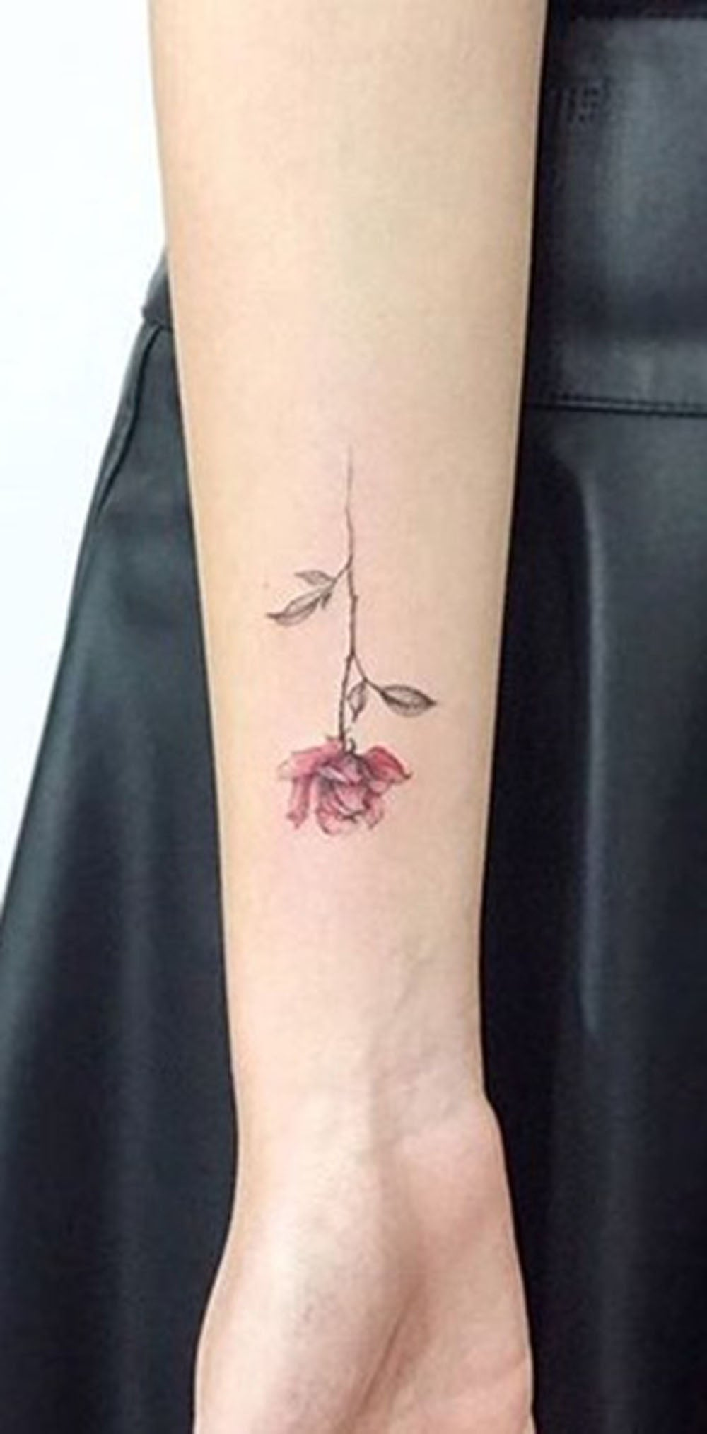 Cute Small Minimal Single Rose Watercolor Wrist Arm Tattoo Ideas for Women -  Lindo pequeño y minimalista rosa acuarela muñeca brazo tatuaje Ideas para mujeres - www.MyBodiArt.com