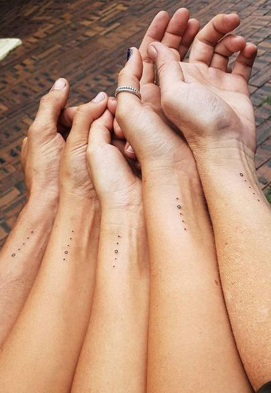 Small Matching Bestfriends Tattoo Ideas for 5 Sisters Siblings - Minimal Wrist Dots Circles Ideas Del Tatuaje - www.MyBodiArt.com