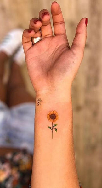 Small Cute Tiny Vintage Sunflower Wrist Tattoo Ideas for Women  ideas lindas del tatuaje del girasol para las mujeres - www.MyBodiArt.com