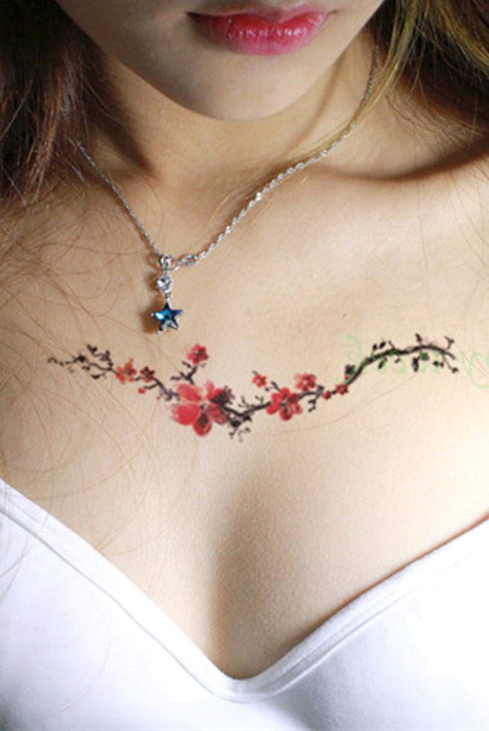 Watercolor Floral Flower Chest Tattoo Ideas for Women - Flores de acuarela en el pecho del tatuaje Ideas para mujeres - www.MyBodiArt.com #tattoos