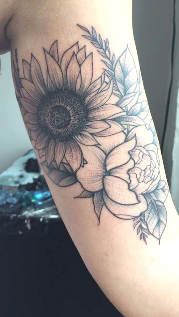 Meaningful Black and White Sunflower Arm Tattoo Ideas for Women -  ideas realistas del tatuaje del brazo del girasol para las mujeres - www.MyBodiArt.com