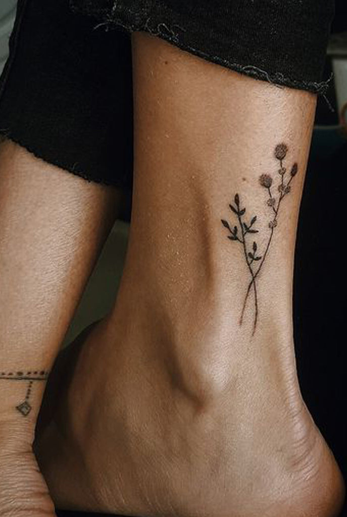 Black Wildflower Ankle Tattoo Ideas for Women -  Ideas de tatuaje de flores para mujeres - www.MyBodiArt.com