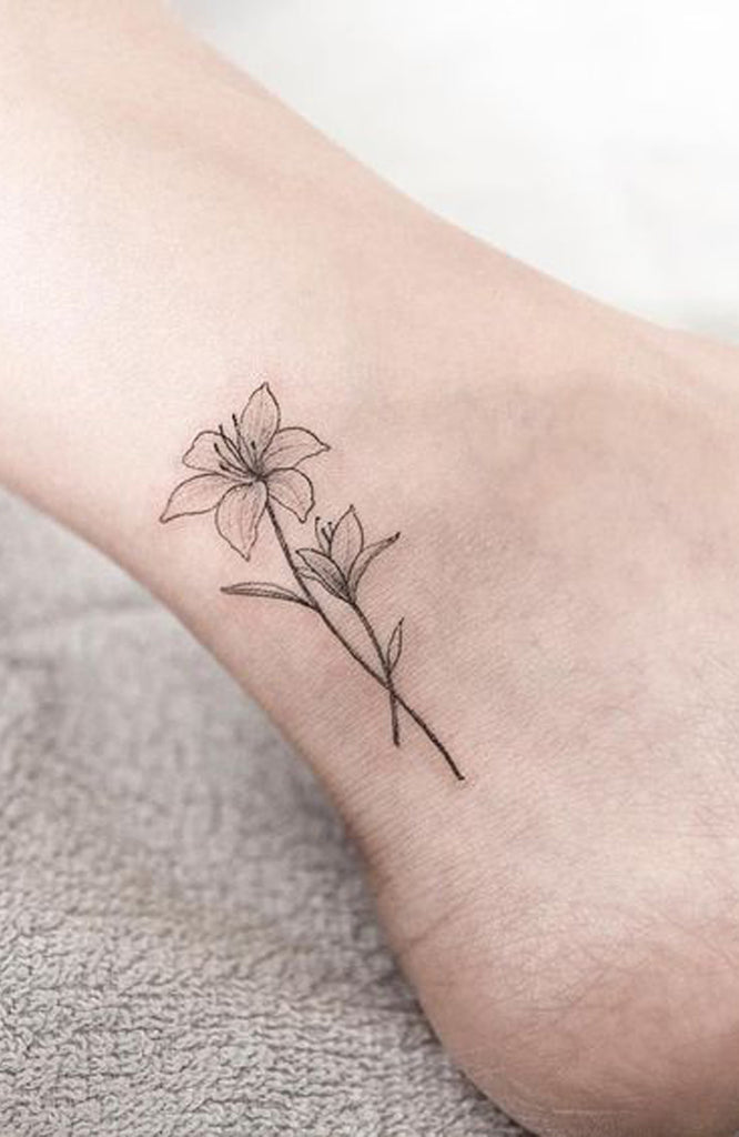 Small Wild Flower Black and White Ankle Tattoo Ideas for Women Tiny Sketch Foot Tattoos -  ideas pequeñas del tatuaje del tobillo de la flor para las mujeres - www.MyBodiArt.com