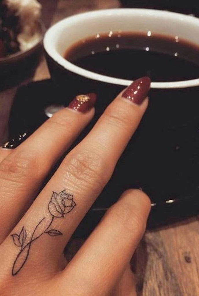 Trending Single Black Rose Outline Tattoo Ideas for Women -  Ideas de tatuaje de flores para mujeres - www.MyBodiArt.com