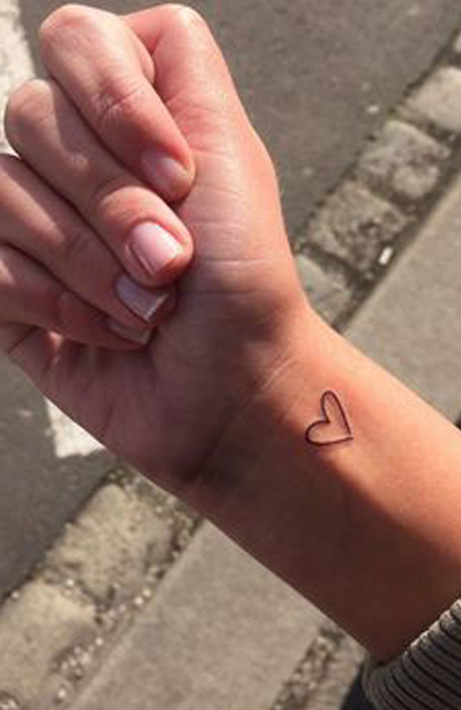 Tiny Small Minimalist Heart Outline Wrist Tattoo Ideas for Women -  Ideas de tatuaje de flores para mujeres - www.MyBodiArt.com