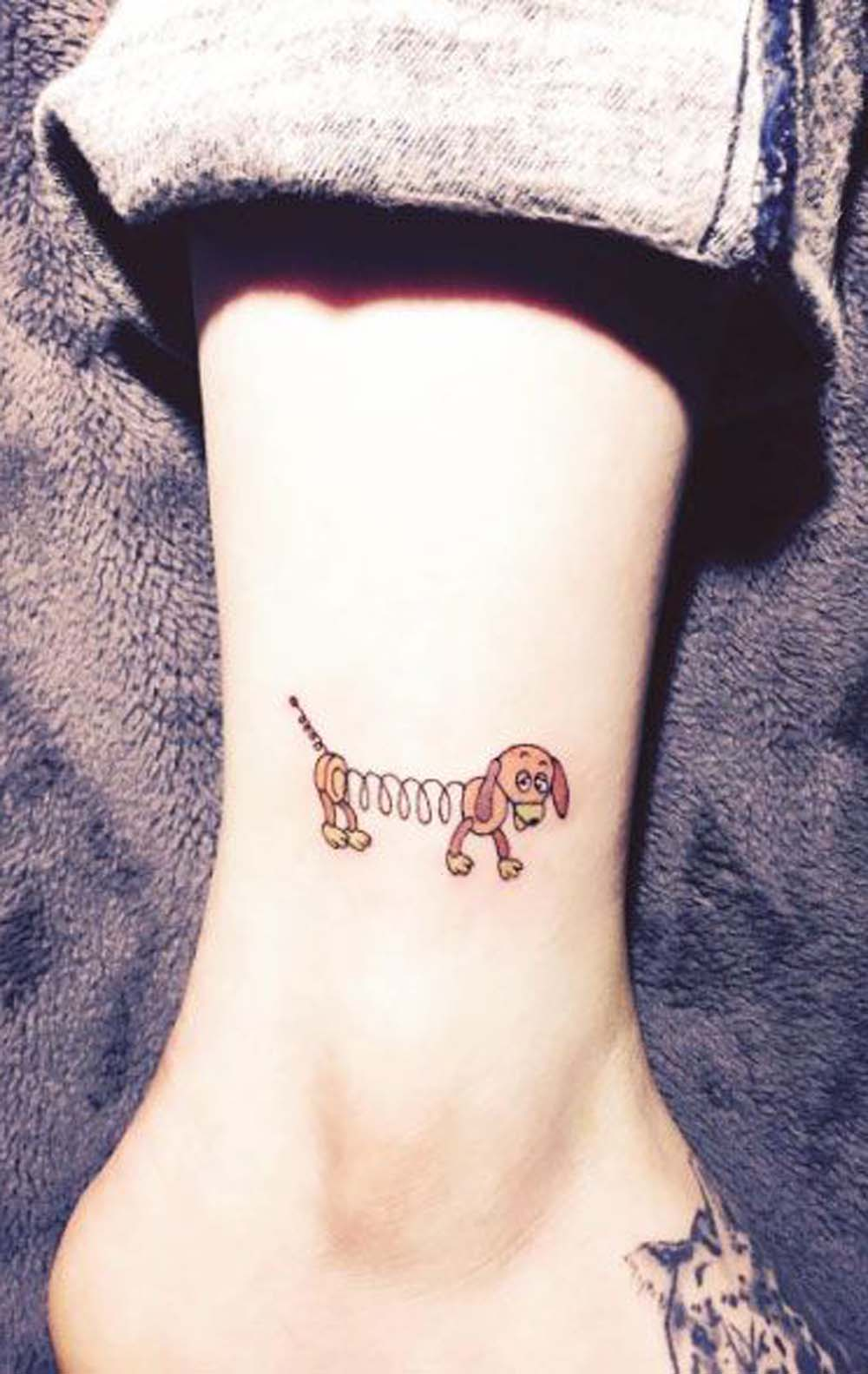Small Toy Story Slinky Dog Ankle Tattoo Ideas for Women - small dog ankle tattoo ideas for teenagers Edit  small dog ankle tattoo ideas for teenagers  ideas pequeñas del tatuaje del tobillo del perro para adolescentes - www.MyBodiArt.com