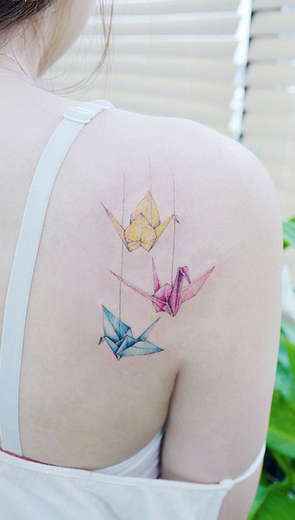 Cute Watercolor Origami Shoulder Tattoo Ideas for Women -  Ideas lindas del tatuaje del hombro de Origami de la acuarela para las mujeres - www.MyBodiArt.com