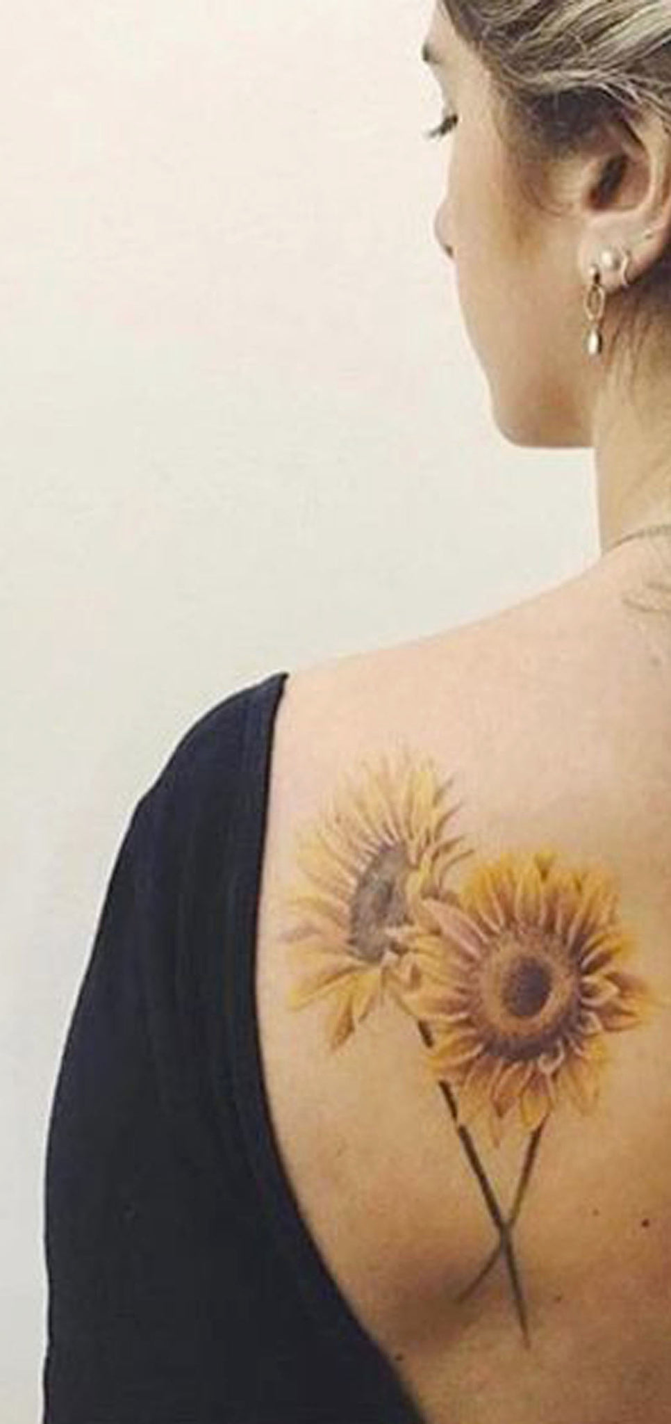 Beautiful Back Sunflower Tattoo Ideas for Women - Colorful Realistic Vintage Flower Shoulder Tat - www.MyBodiArt.com #tattoos