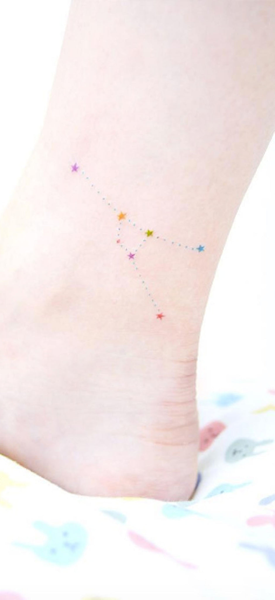 Unique Watercolor Constellation Ankle Foot Leg Tattoo Ideas for Women -  Única constelación de acuarela tobillo Tattoo Ideas para mujeres - www.MyBodiArt.com