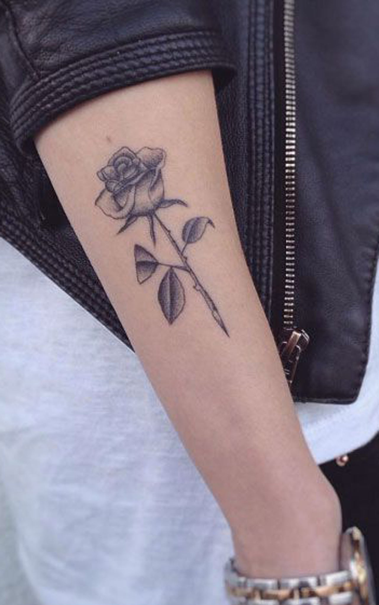 Black & White Realistic Rose Outer Forearm Tattoo Ideas for Women -   rose ideas de tatuaje de antebrazo exterior para mujeres chicas - www.MyBodiArt.com