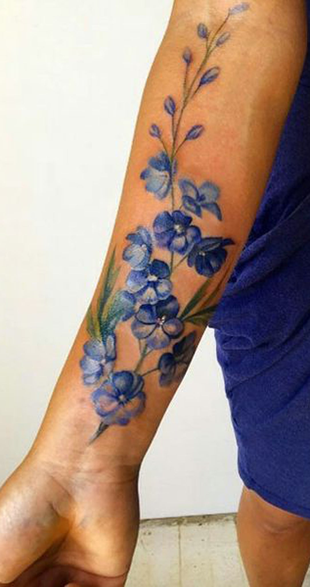 Watercolor Flower Forearm Tattoo Ideas for Women -  ideas de tatuaje de antebrazo acuarela flor - www.MyBodiArt.com