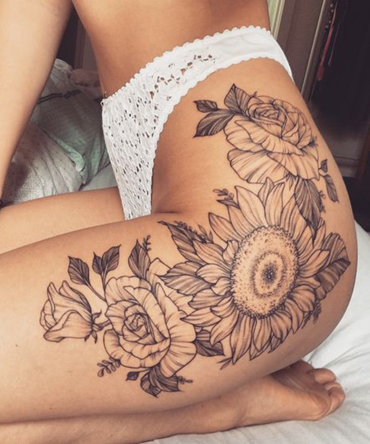 Tattoo Designs Thigh: Vintage Black And White Realistic Sunflower Floral Leg