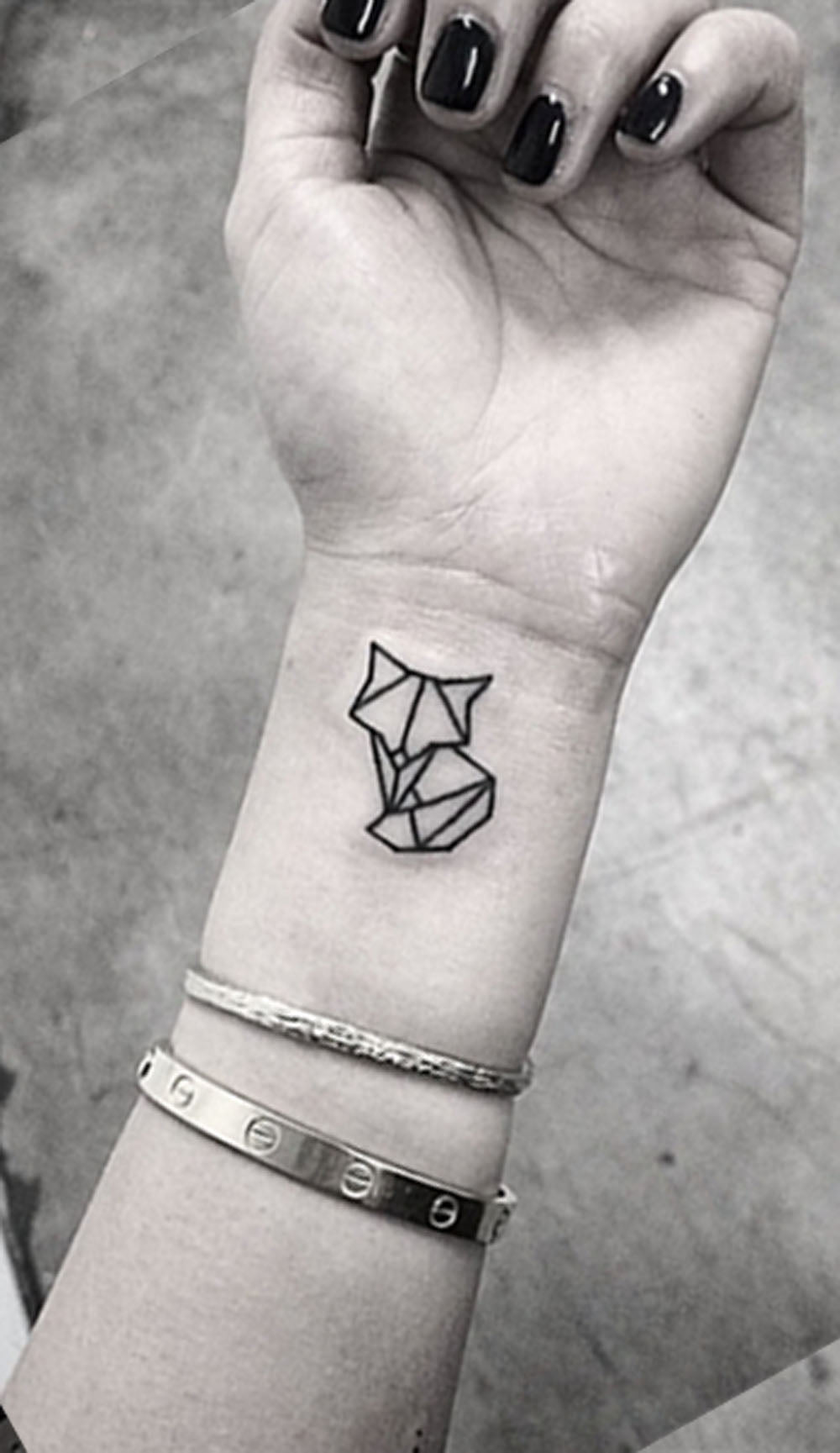 Small Minimal Geometric Wrist Arm Cat Fox Nature Tattoo Ideas for Women -  Ideas geométricas del tatuaje de la muñeca del gato para las mujeres - www.MyBodiArt.com