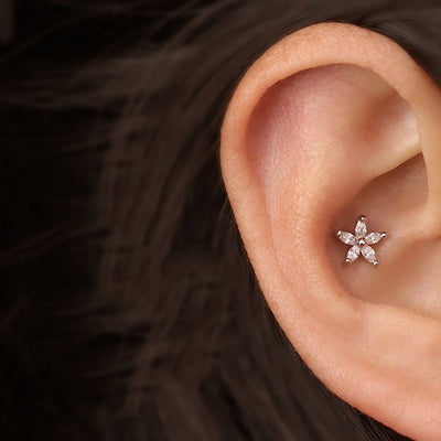 Cute Simple Crystal Flower Cartilage Conch Helix Tragus Ear Piercing Jewelry Earring Stud 16G -  lindas ideas de joyas para mujeres - www.MyBodiArt.com #piercing #earring