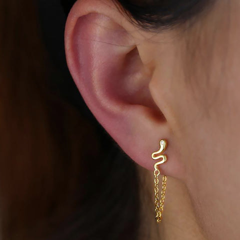 Cute Snake Ear Piercing Jewelry Ideas for Women - Gold Chain Earring - www.MyBodiArt.com #earpiercings #earrings