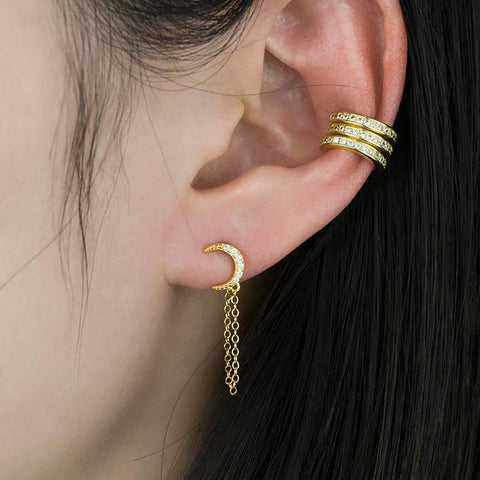 Cute Ear Piercing Jewelry Ideas for Women - Gold Chain Earring - www.MyBodiArt.com #earpiercings #earrings
