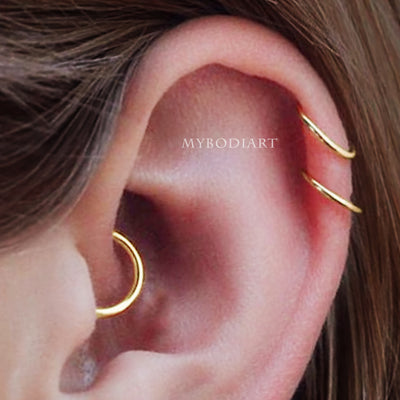 Simple Minimalist Double Cartilage Helix Ear Piercing Ring Hoop Gold -  ideas de piercing de cartílago - www.MyBodiArt.com