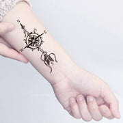 Beautiful Arrow Compass Wrist Tattoo Ideas for Women - ideas de tatuaje de muñeca de brújula para mujeres - www.MyBodiArt.com #tattoos