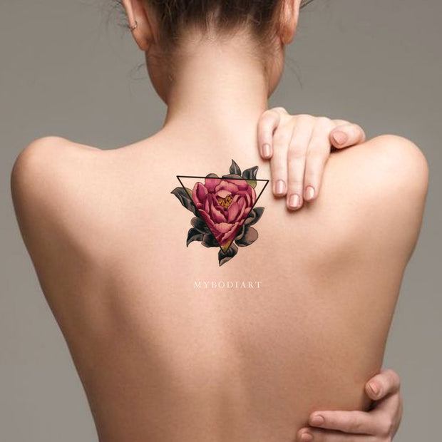 Beautiful Rose Back Tattoo Ideas for Women - Geometric Triangle Linework Outline Watercolor Floral Flower Spine Tat - ideas de tatuaje de espalda de rosa de acuarela - www.MyBodiArt.com #tattoos