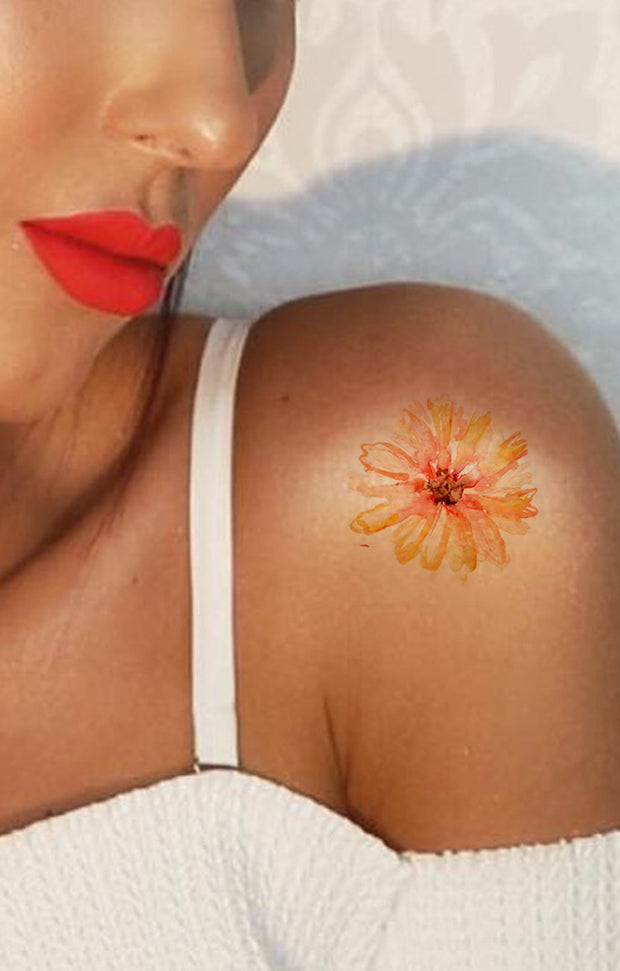 Small Watercolor Flower Shoulder Tattoo Ideas for Women - Delicate Floral Minimal Arm Tat -Pequeñas ideas del tatuaje del hombro de la flor de la acuarela para las mujeres - www.MyBodiArt.com
