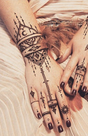 Tribal Boho Ethnic Black Henna Mandala Unalome Hand Tattoo Ideas for Women - tribal negro henna mandala mano tatuaje ideas -  www.MyBodiArt.com #tattoos
