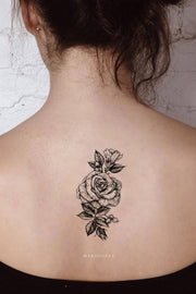 Vintage Black and White Floral Flower Rose Back Temporary Tattoo Ideas for Women -  Ideas de tatuaje de costilla rosa para mujeres - www.MyBodiArt.com #tattoos