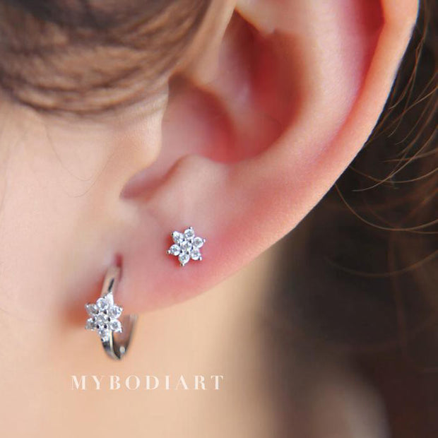 Cute Simple Multiple Ear Piercing Ideas for Teens - Small Dainty Crystal Flower Cartilage Helix Lobe Conch Earring Studs - lindos pendientes de piercings de oreja de cartílago de flor de cristal delicada - www.MyBodiArt.com #earrings