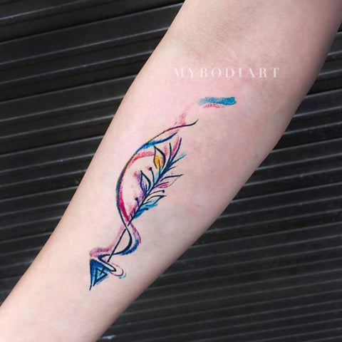 Beautiful Watercolor Arrow Forearm Tattoo Ideas for Teens Girls - Popular Feather Arm Wrist Tat for Women - ideas del tatuaje del antebrazo de la flecha de la acuarela para las mujeres -  www.MyBodiArt.com #tattoos