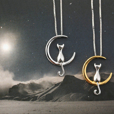 Cat Sitting on Moon Pendant Necklace - Statement Jewelry for Cat Lovers Double Kitty -  Collar de gato sentado en la luna colgante - www.MyBodiArt.com