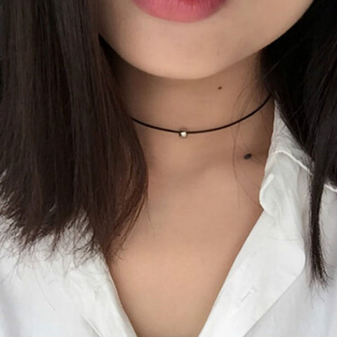 Dainty Modern Simple Black Choker Necklace with Gold or Silver Bead - Collar de gargantilla negro simple moderno con cuentas de oro o plata - www.MyBodiArt.com