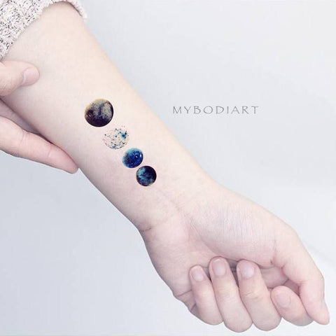 Watercolor Cool Moon Phases Wrist Tattoo Ideas for Women - cool moon tattoo ideas for women - Ideas de tatuaje de luna fresca para mujeres - www.MyBodiArt.com