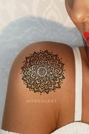 Cool Boho Tribal Black Henna Mandala Shoulder Tattoo Ideas for Women -  Ideas de tatuaje de hombro de mandala negro para mujeres - www.MyBodiArt.com