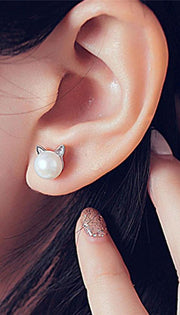 Classy Ear Piercing Ideas for Women Cartilage Helix Ear Lobe - Pearl Cat Kitty Stud Earrings in Silver -  pendientes de perlas con clase -  ideas para perforar orejas - www.MyBodiArt.com
