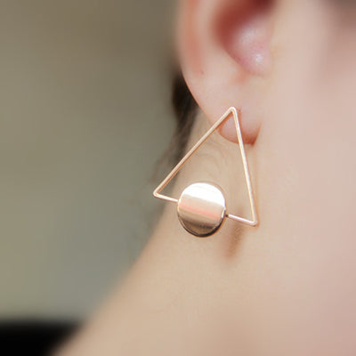 Geometric Ear Piercing Ideas for Women - Modern Abstract Artsy Modern Triangle Circle Shape Stud Earrings in Gold or Silver - pendientes geométricos triángulo - www.MyBodiArt.com