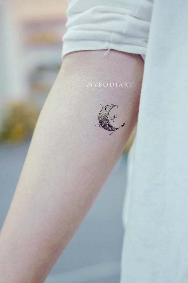 Cute Small Black Moon Forearm Tattoo Ideas for Women -  ideas de tatuajes de antebrazo de luna pequeña para mujeres - www.MyBodiArt.com #tattoos