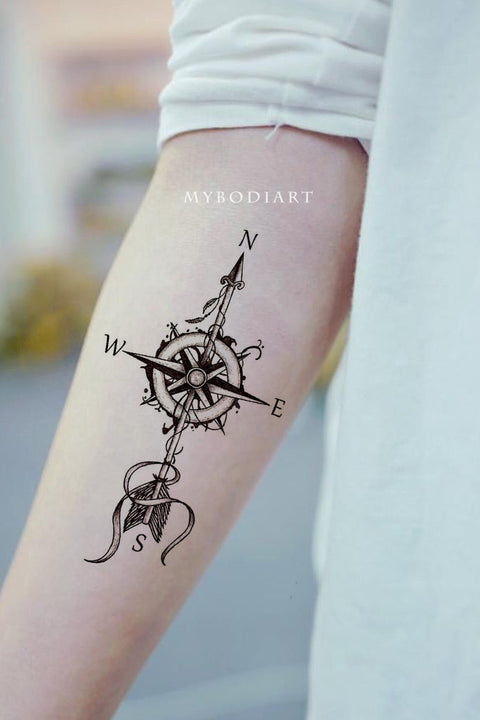 Cool Arrow Compass Forearm Tattoo Ideas for Women - Ideas de tatuaje de brújula de flecha para mujeres - www.MyBodiArt.com