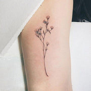 Small Wild Flower Tattoo Ideas for Women - Black Vintage Delicate Floral Arm Tat - ideas pequeñas del tatuaje del brazo de la flor salvaje para las mujeres - www.MyBodiArt.com #tattoos