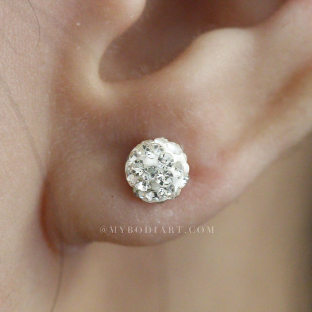 Feminine Ear Piercing Ideas for Women - Cute Dainty Crystal Ball Earring Studs 16G for Cartilage, Helix, Tragus, Conch - Linda oreja múltiple Piercing Ideas para adolescentes -  www.MyBodiArt.com #earrings