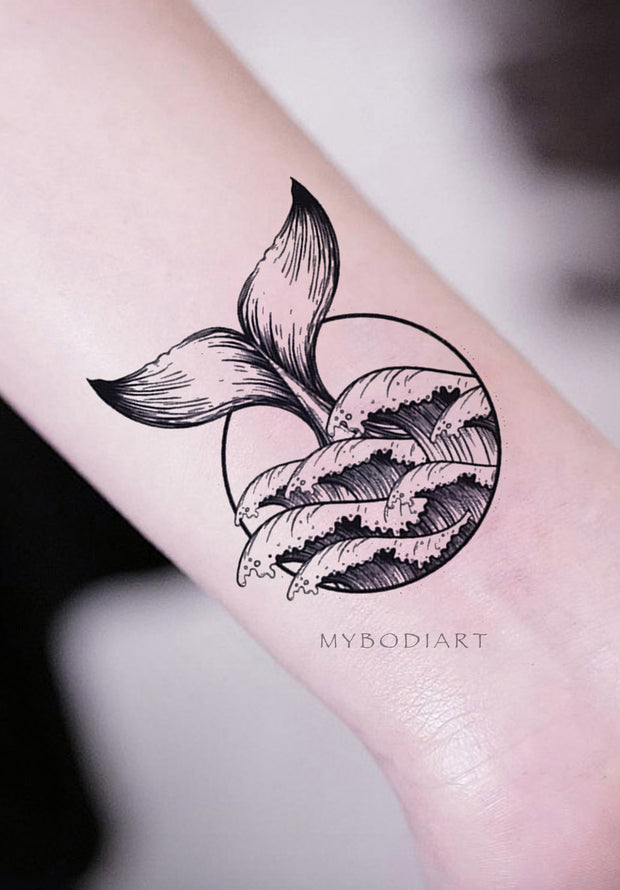 Unique Whale Tail Surf Wave Wrist Tattoo Ideas for Women - Ideas únicas de tatuaje de muñeca de ballena para mujeres - www.MyBodiArt.com