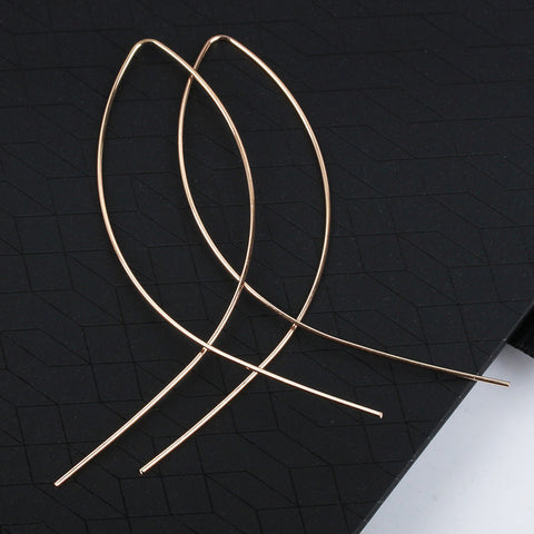 Modern Simple Ear Piercing Ideas Minimal Criss Cross Fish Wired Hoop Earrings - Pendientes de aro cruzados simples minimalistas - www.MyBodiArt.com