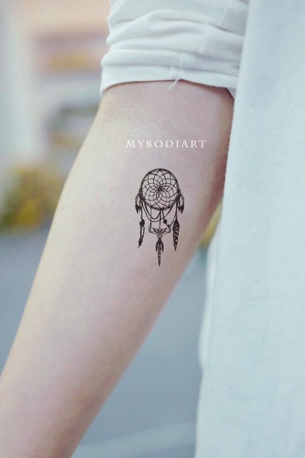 Cute Small Dreamcatcher Forearm Tattoo Ideas for Women - ideas del tatuaje del antebrazo del cazador de sueños para mujeres - www.MyBodiArt.com #tattoos
