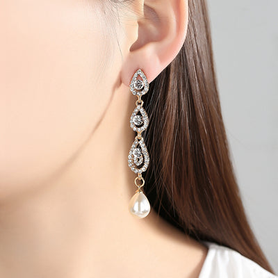 Elegant Ear Piercing Ideas for Women - Sparkly Long Pearl Drop Crystal Earrings for Graduation Prom - Elegante oreja piercing Ideas para mujeres - www.MyBodiArt.com #earrings